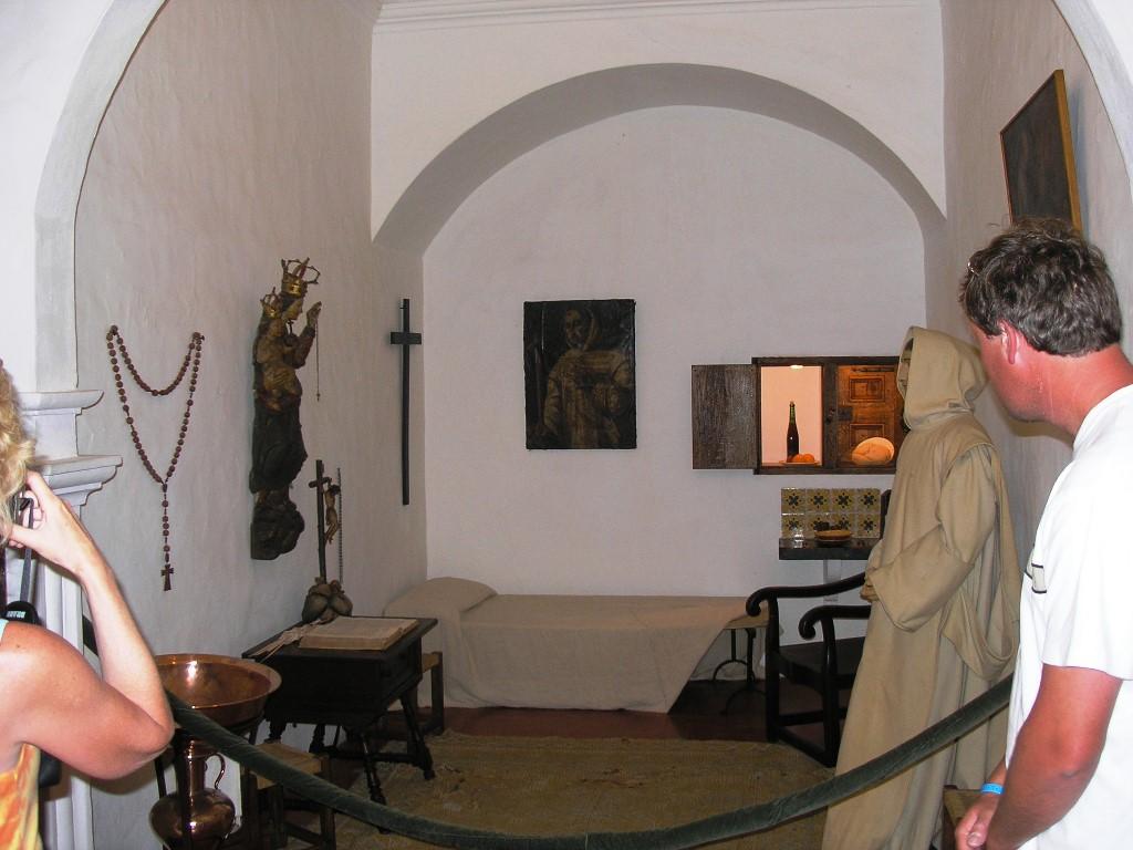 Die-Zelle-eines-Klosterbruders