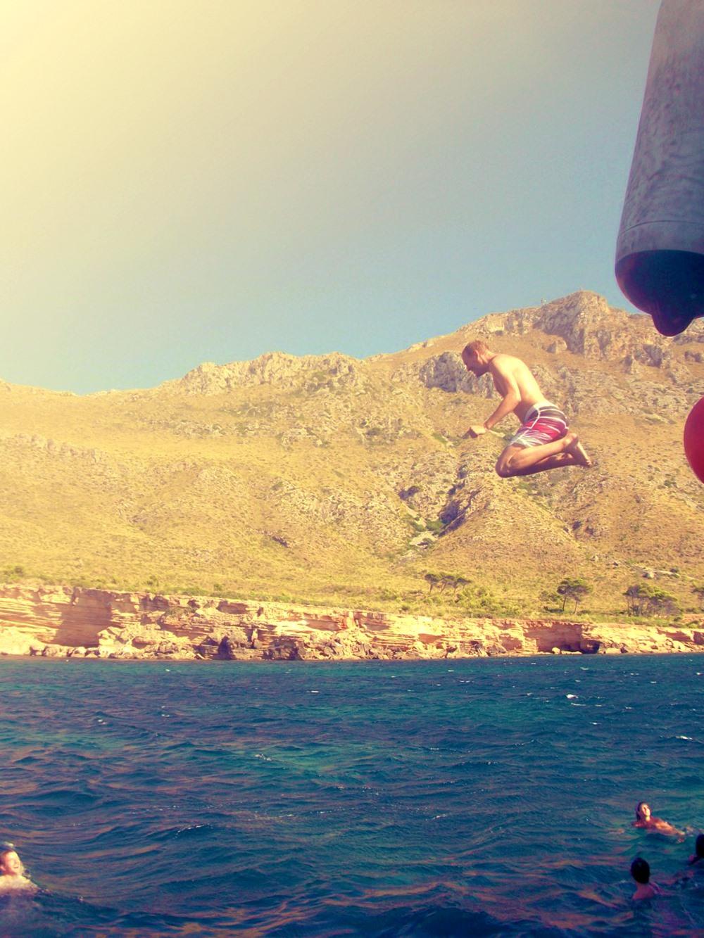 Mallorca-Bootstour-Sprung-Meer