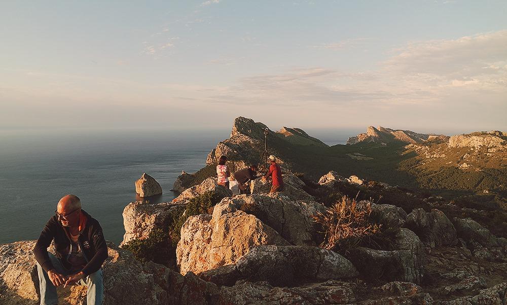 Mallorca-Cap-Formentor-Sonnenuntergang-Ausblick-Menschen
