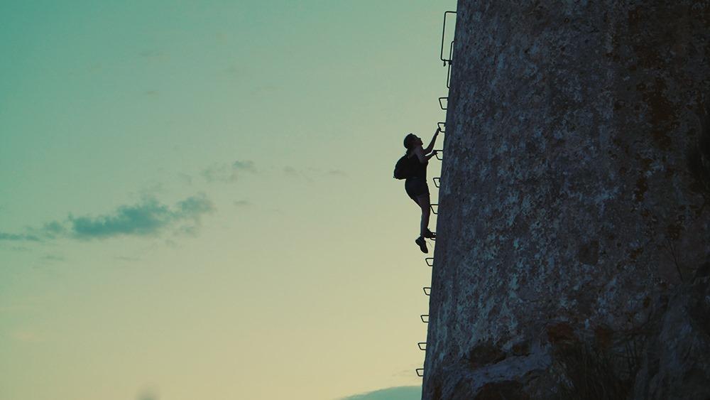 Mallorca-Cap-Formentor-Sonnenuntergang-Talaia-dAlbercutx-Klettern-Frau
