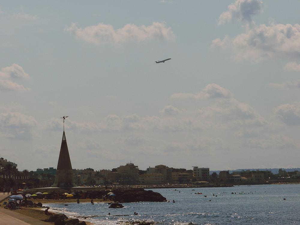 Mallorca-Palma-Portixol-Meer-Strand-Flugzeug