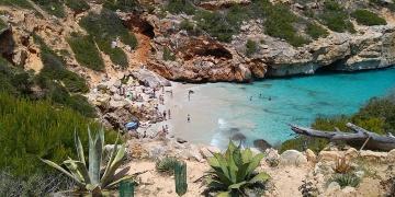 Mallorca-Calo-des-Moro-Strand-Meer-Menschen-Baden-360x180