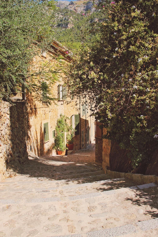 Mallorca-Deia-Gasse-Haus