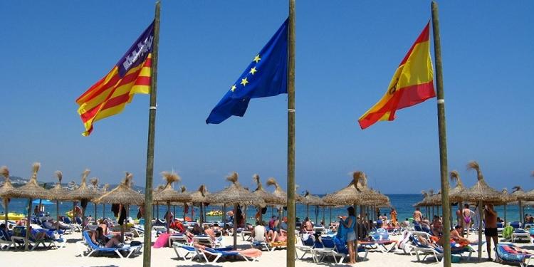 mallorca-strand-magaluf-flaggen