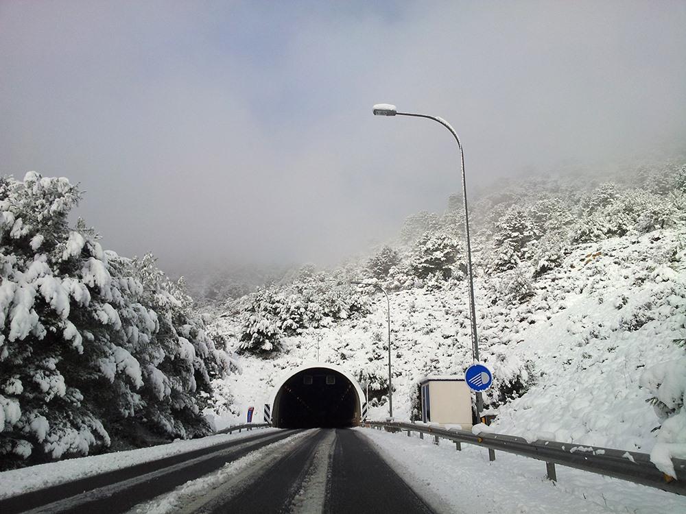 Mallorca-Winter-Schnee-Autobahn-Tunnel