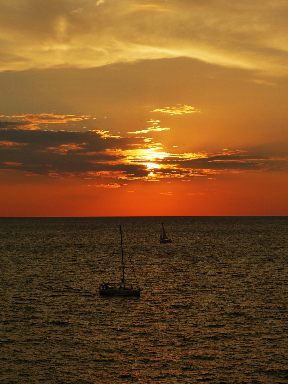 Mallorca-Porto-Cristo-Sonnenaufgang-Meer-Segelboote
