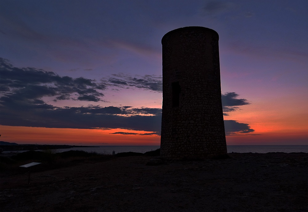 Mallorca-Porto-Cristo-Sonnenaufgang-Turm-Meer