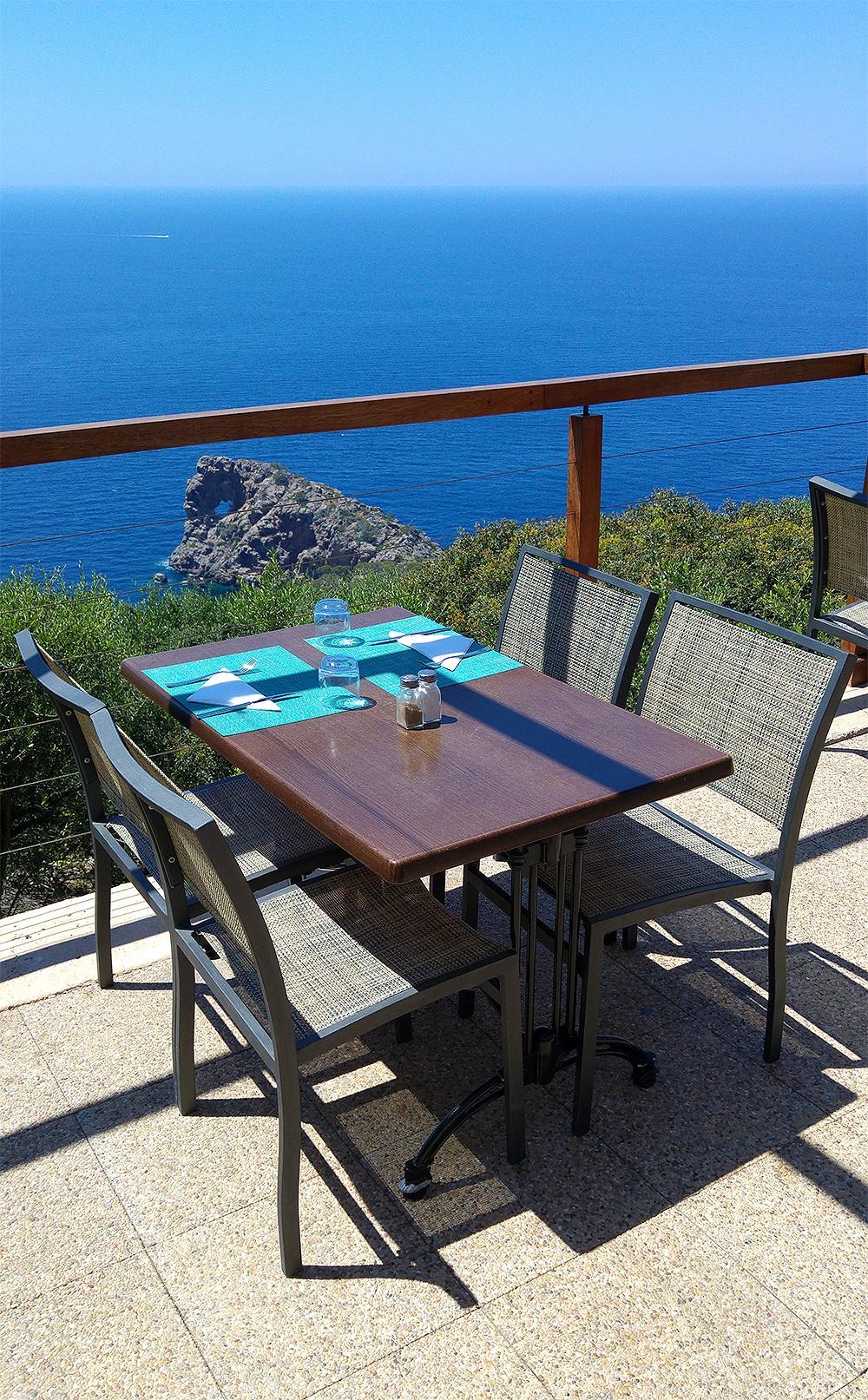 Mallorca-Restaurante-Mirador-Na-Foradada-Terrasse-Felsen-Ausblick