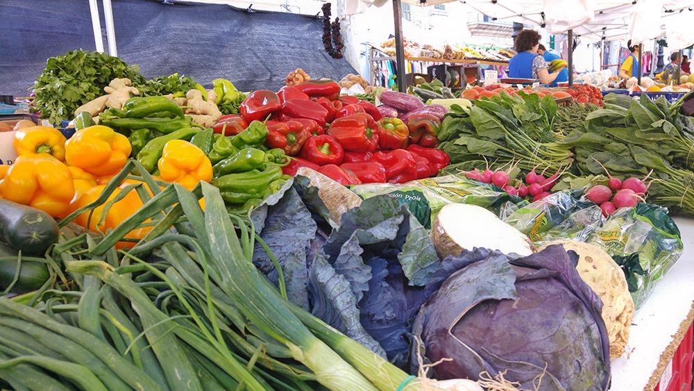 Mallorca-Markttag-Alaro-Stand-Gemuese