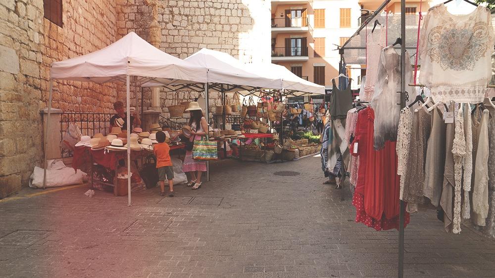 Mallorca-Markttag-Alaro-Stand-Huete