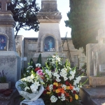 Mallorca-Palma-Friedhof-Ein-mit-Blumen-geschmuecktes-Grab-150x150