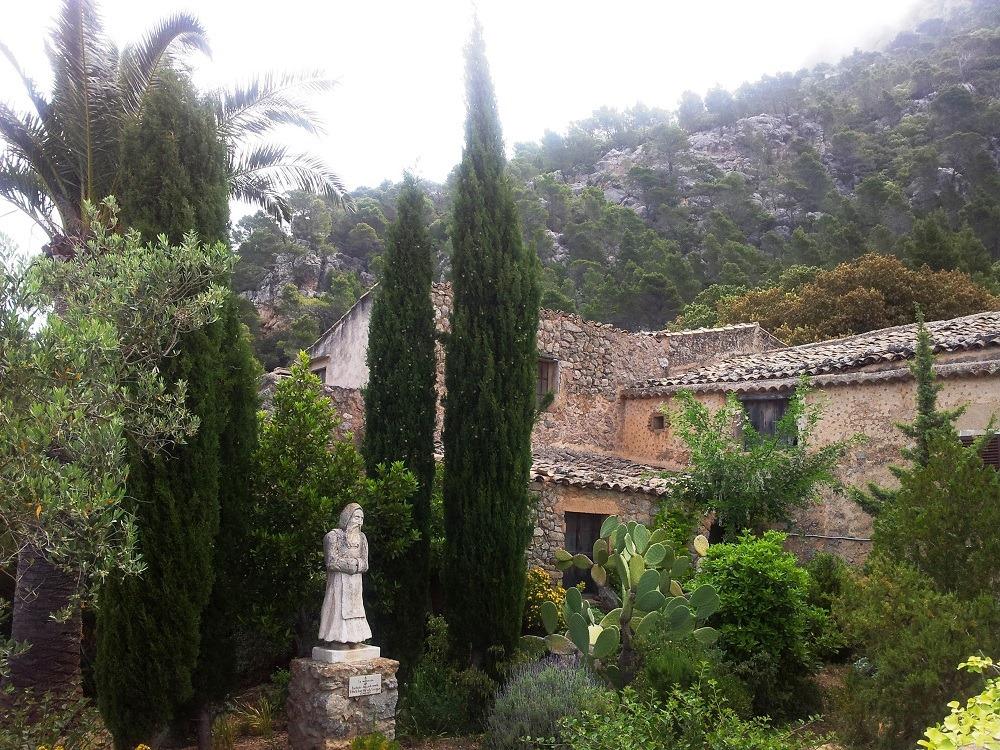 Mallorca-Ermita-de-la-Trinitat-Statue-Joan-Mir-i-Valles