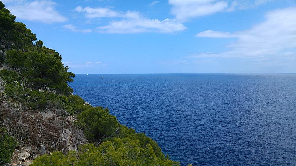 Mallorca-Costa-de-los-Pinos-Liebesschloesser-Ausblick-Boot