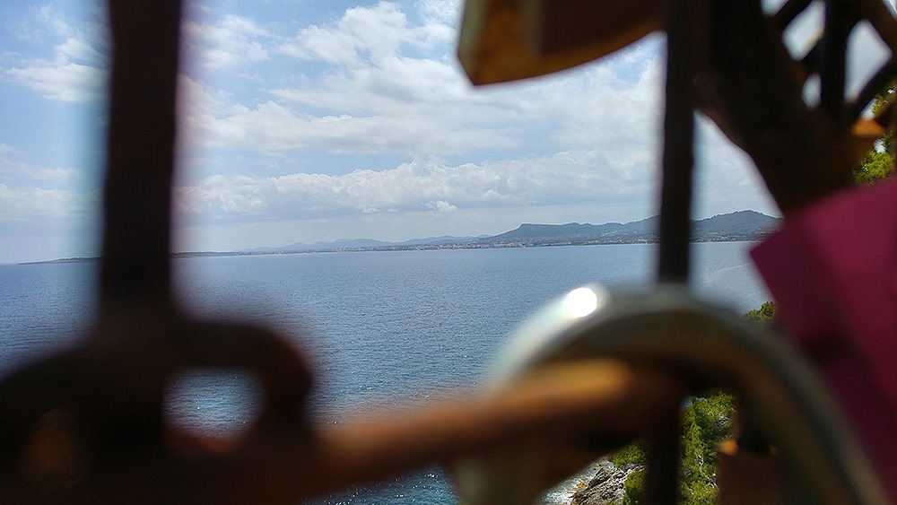 Mallorca-Costa-de-los-Pinos-Liebesschloesser-Ausblick-Cala-Millor