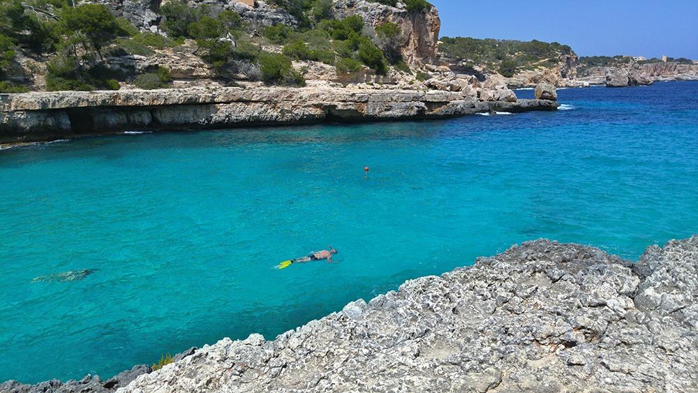 Mallorca-Cala-Llombards-Meer-Felsen-Schnorcheln
