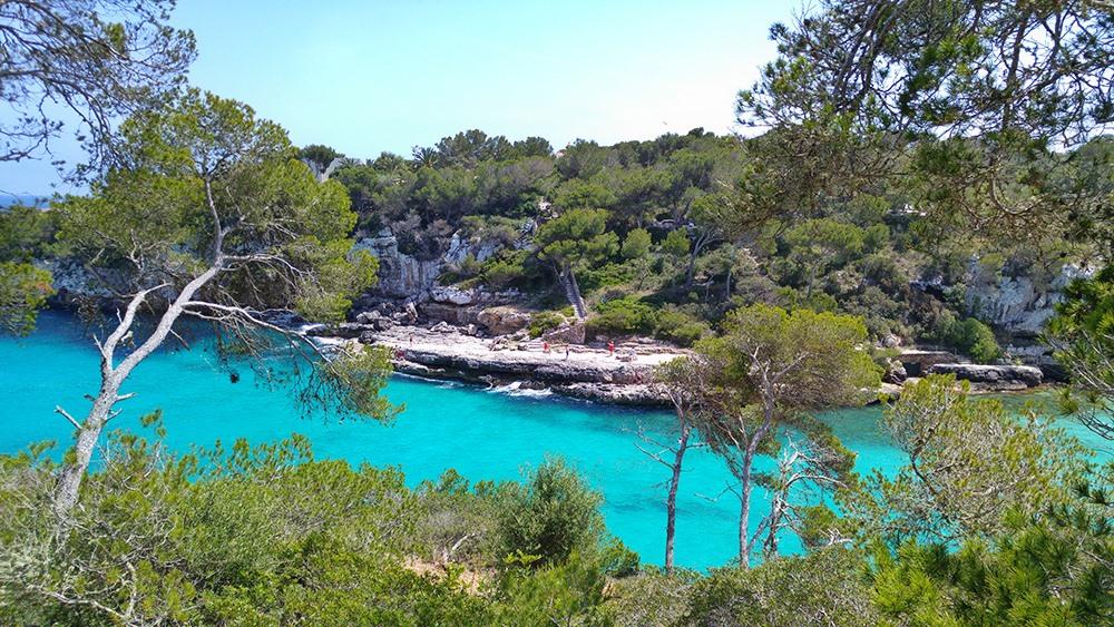 Mallorca-Cala-Llombards-Meer-Felsen-Springen