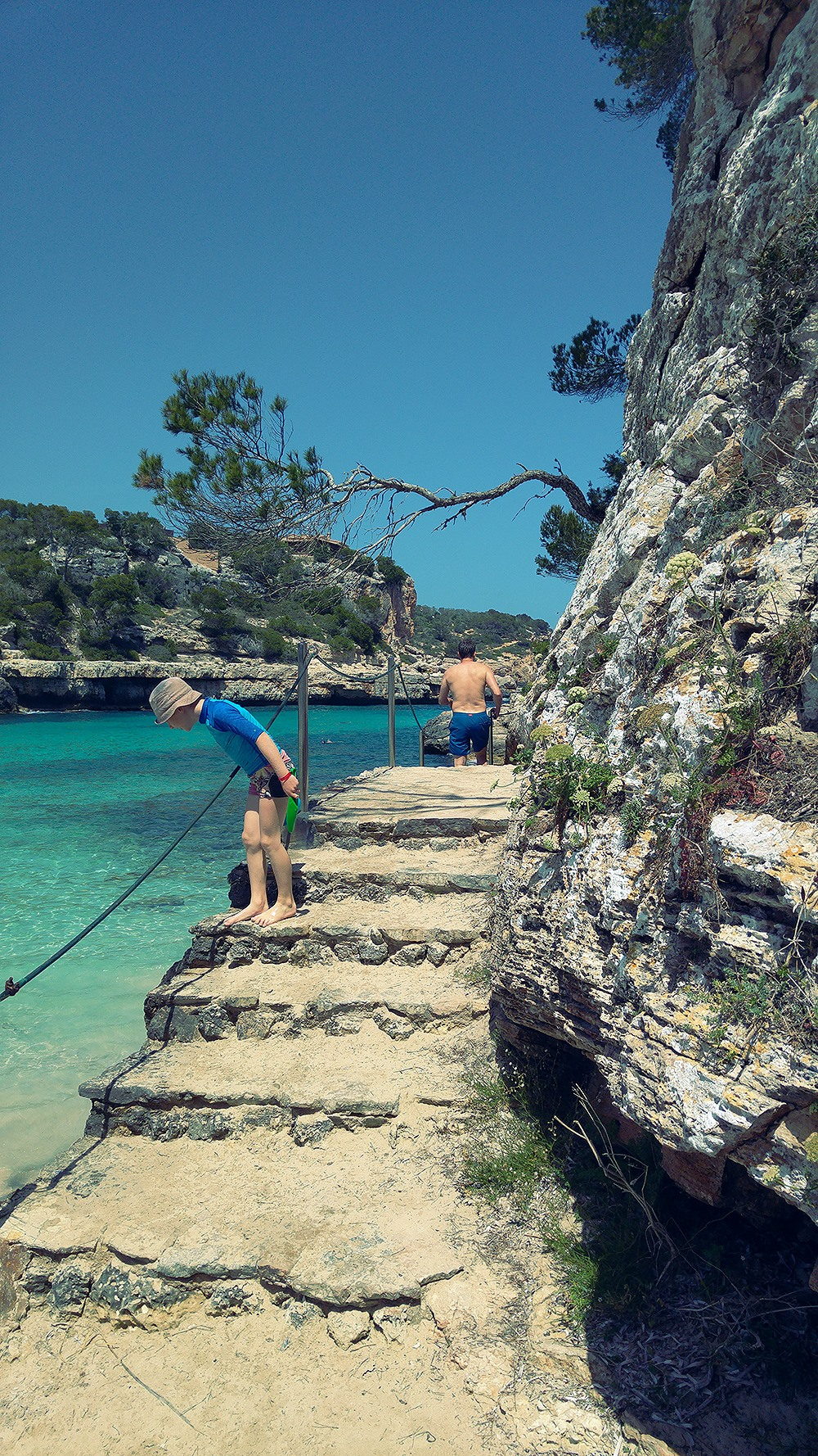 Mallorca-Cala-Llombards-Meer-Treppe-Junge