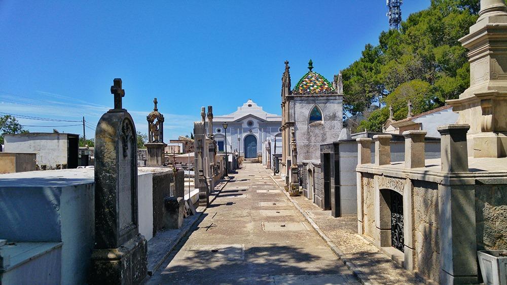 Mallorca-Alaro-Friedhof-Eingang