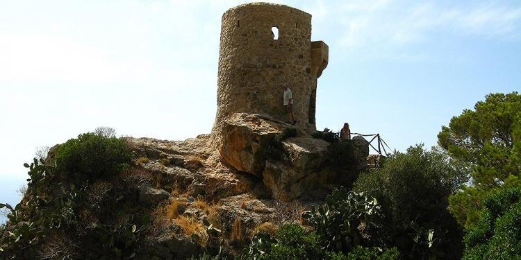 Mallorca-Wachturm-Mirador-Torre-del-Verger-750x375