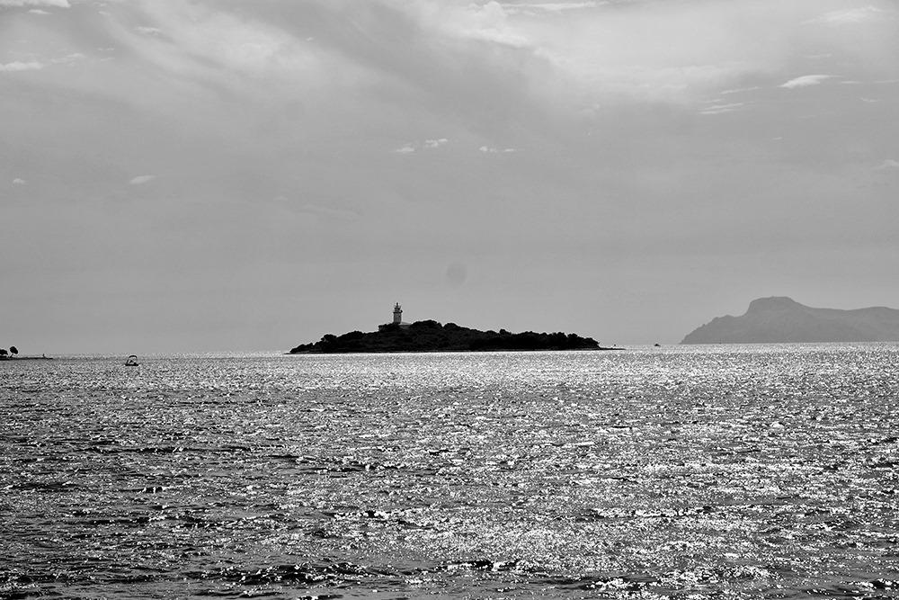 Mallorca-Alcanada-Strand-Leuchtturm-Schwarz-Weiss