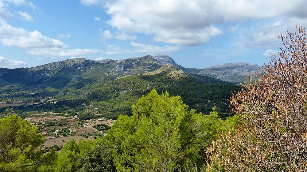 Mallorca-Puig-de-Maria-Wanderung-Aufstieg-Ausblick