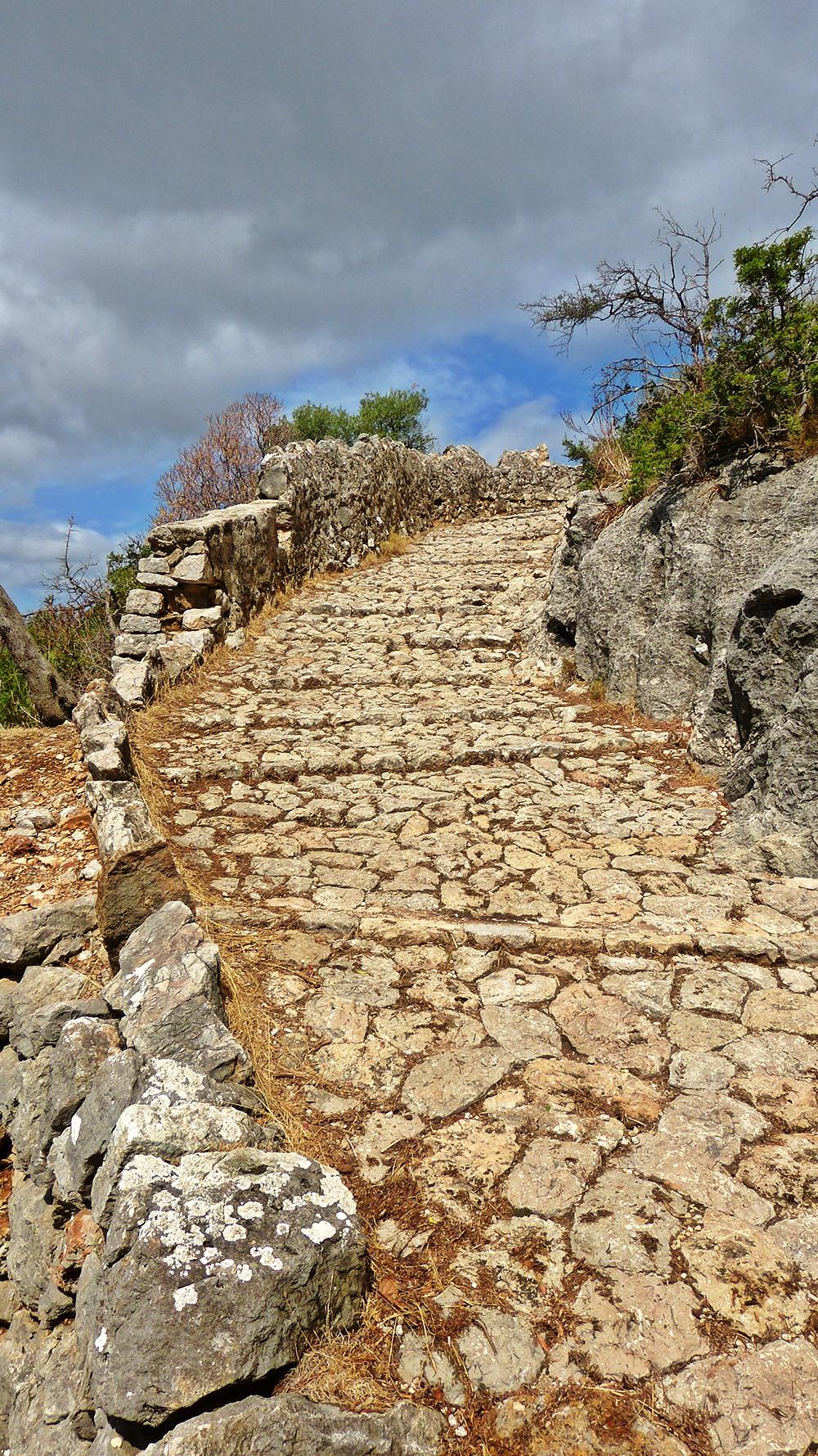 Mallorca-Puig-de-Maria-Wanderung-Aufstieg-Treppen-2