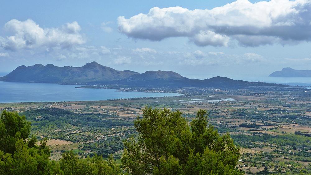 Mallorca-Puig-de-Maria-Wanderung-Ausblick-Pollenca-Alcudia