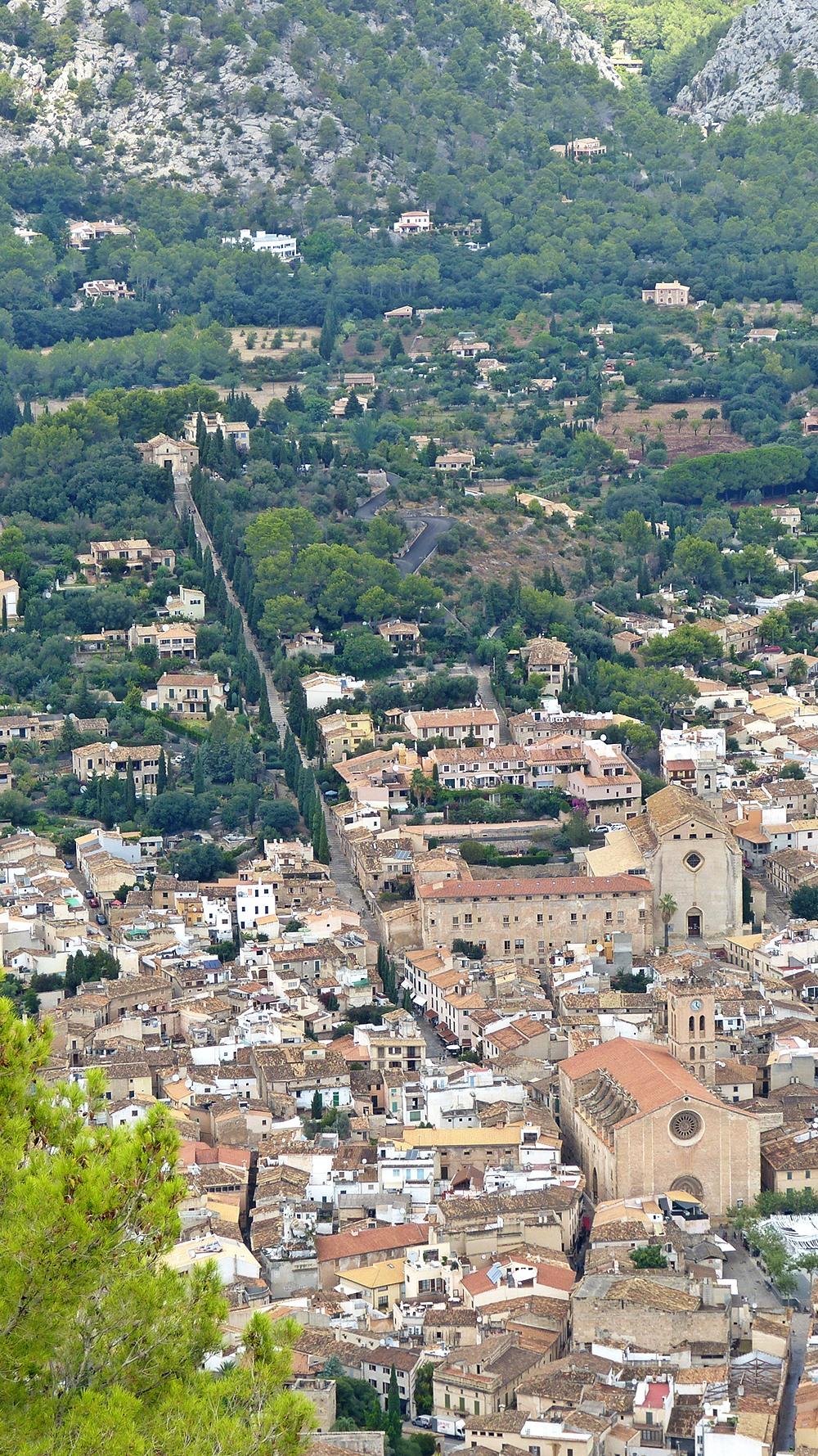 Mallorca-Puig-de-Maria-Wanderung-Ausblick-Pollenca