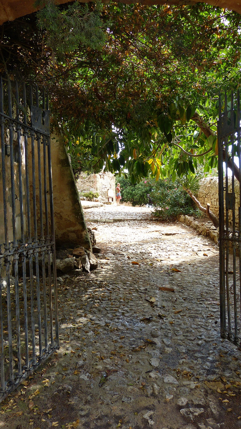 Mallorca-Puig-de-Maria-Wanderung-Kloster-Garten