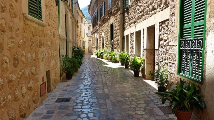 Mallorca-Soller-Gasse-750x422