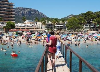 Mallorca-Camp-De-Mar-Touristen-Steg