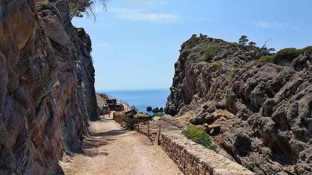 Mallorca-Sa-Foradada-Wanderung-Bucht-Strasse