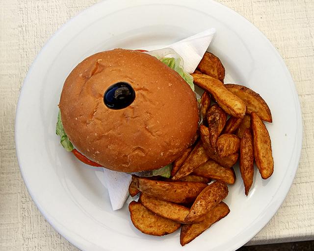 Mallorca-Restaurant-Cala-Ratjada-Marea-Tropical-Hamburger