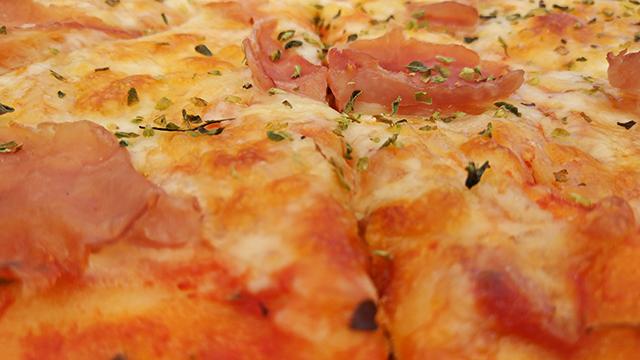 Mallorca-Restaurant-Cala-Ratjada-Marea-Tropical-Pizza-Schinken
