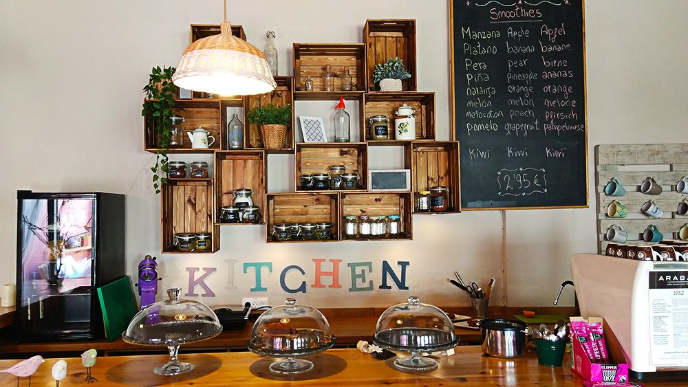 Mallorca-Canyamel-Cafe-Sauc-Tafel-Angebot-Smoothies-Tresen
