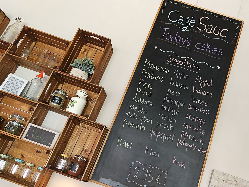 Mallorca-Canyamel-Cafe-Sauc-Tafel-Angebot-Smoothies