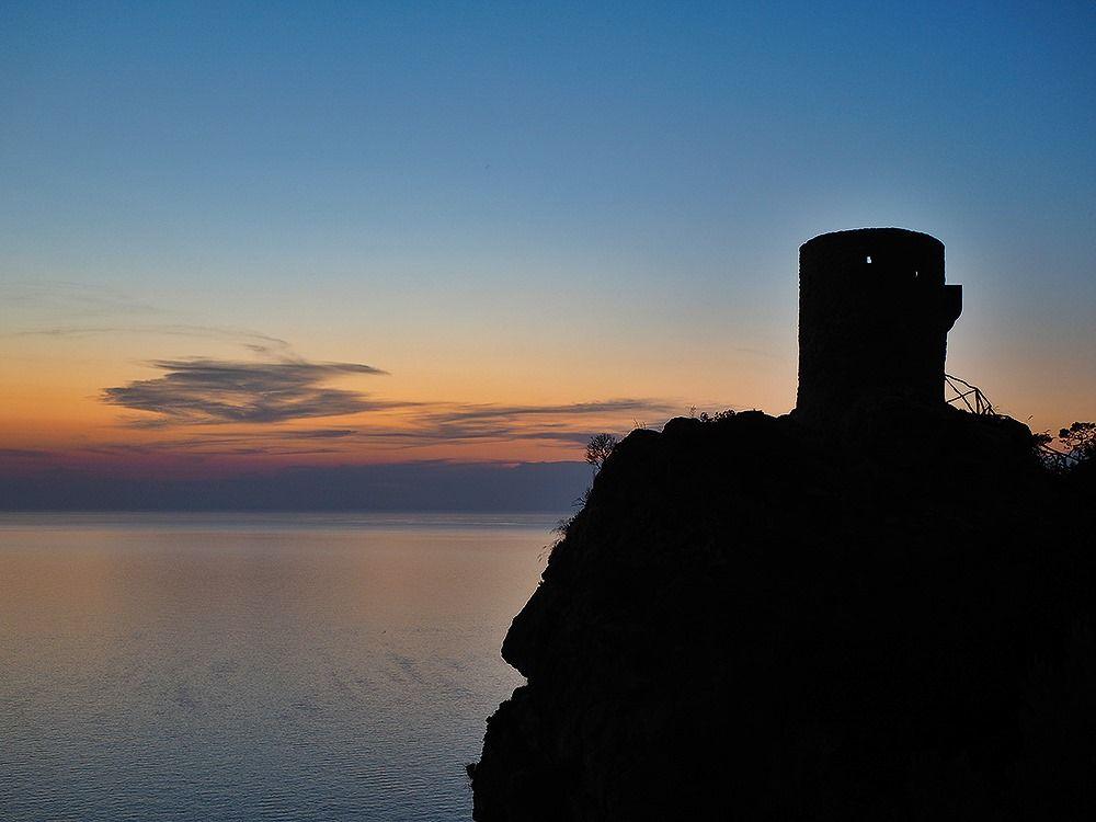 Mallorca-Torre-del-Verger-Aussichtspunkt-Sonnenuntergang-Meer-Turm-2