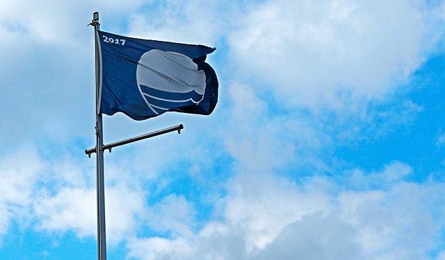 Nur Strände, die die hohen Kriterien erfüllen, dürfen sich mit einer Blauen Flagge schmücken
