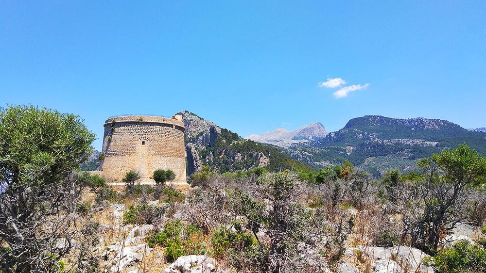 Mallorca-Port-de-Soller-Torre-Picada-Turm-Berge