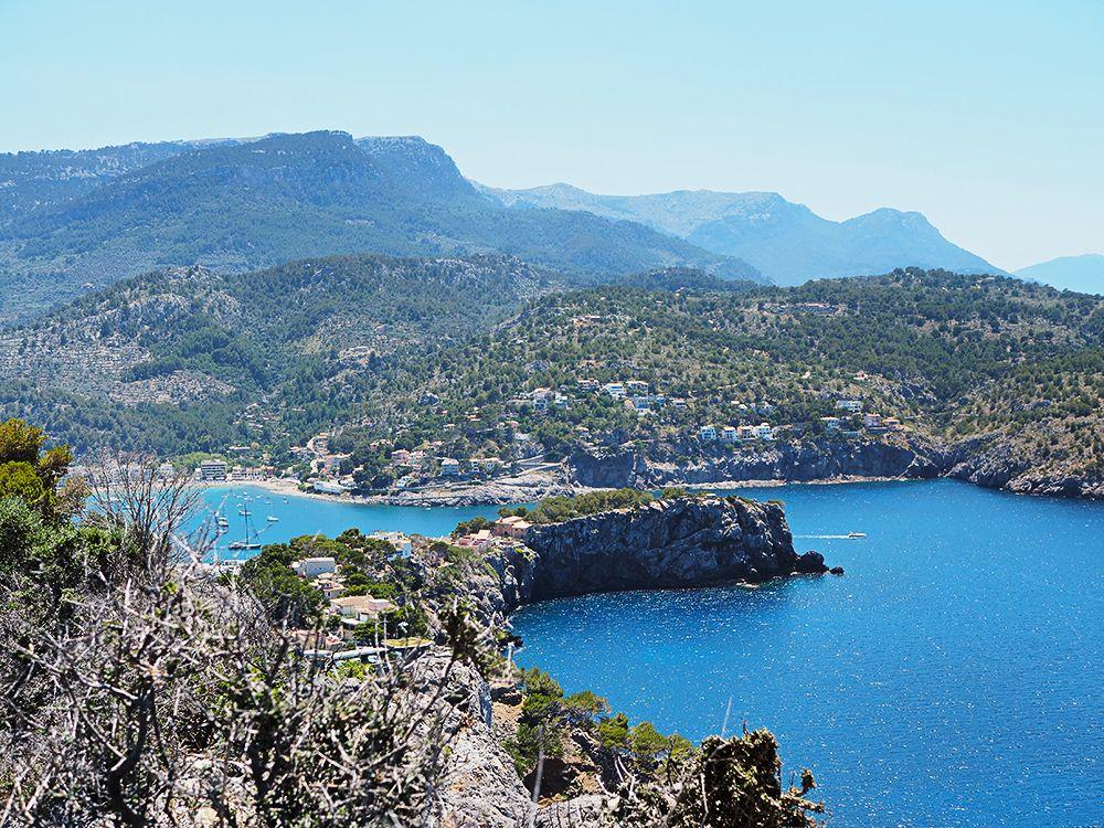 Mallorca-Port-de-Soller-Torre-Picada-Wanderung-Ausblick-Far-del-Cap-Gros-Meer-Strand