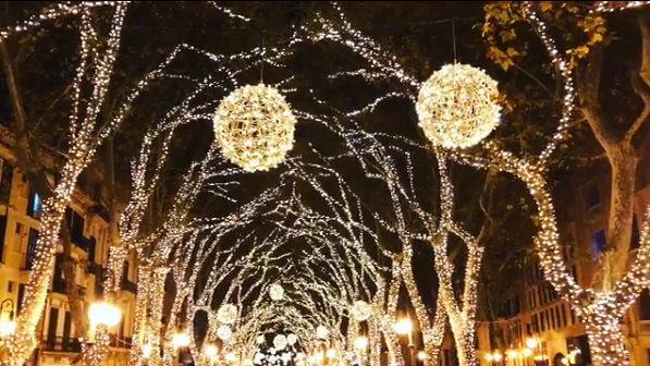 Weihnachtsbeleuchtung in Palma de Mallorca feierlich angeknipst