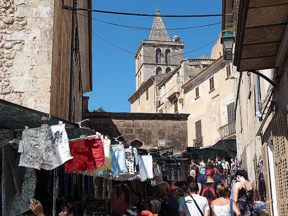 Markttag in Sineu: Quirliger Wochenmarkt mit Tradition