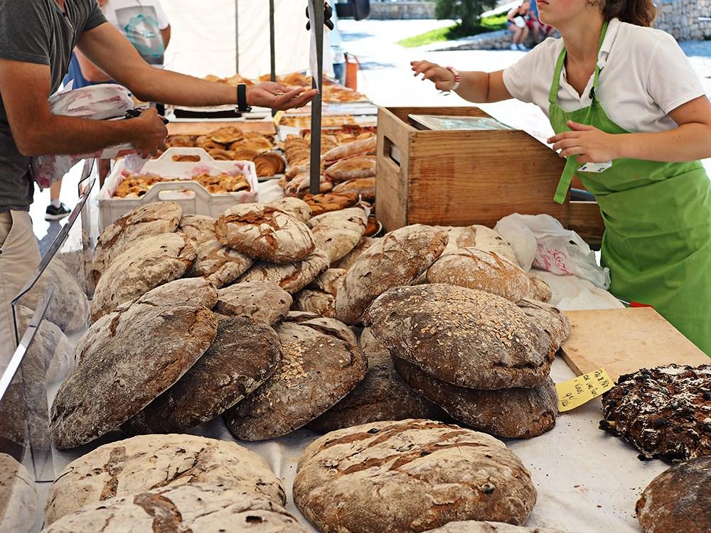 Wochenmarkt-Sineu-Mallorca-Brot