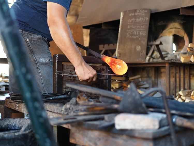 In der Glasbläserei La Gordiola bei Algaida kann man live zusehen, wie die verschiedensten Produkte aus Glas hergestellt werden