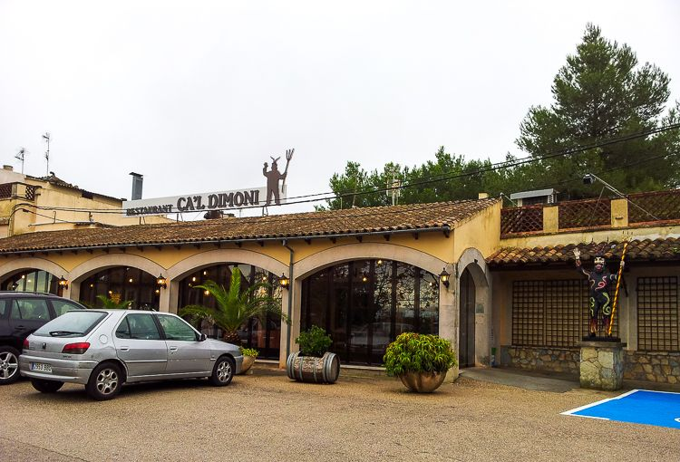Mallorca-Restaurant-Cal-Dimoni-Algaida-Eingang-Teufel