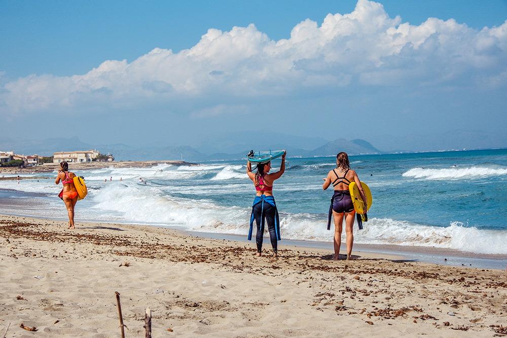 Mallorca-Son-Serra-de-Marina-Strand-Surfen