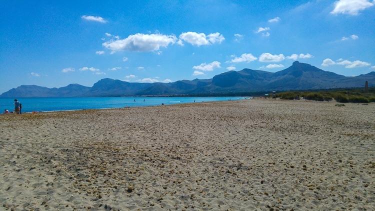 Mallorca-Strand-Son-Serra-de-Marina-Meer-Leer-750x422