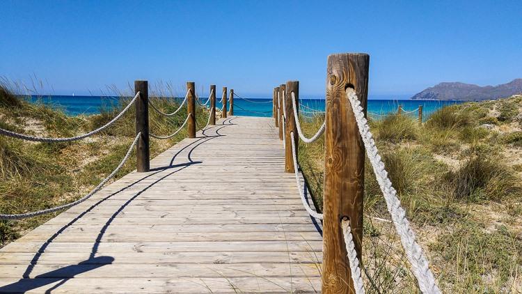 Mallorca-Strand-Son-Serra-de-Marina-Meer-Steg