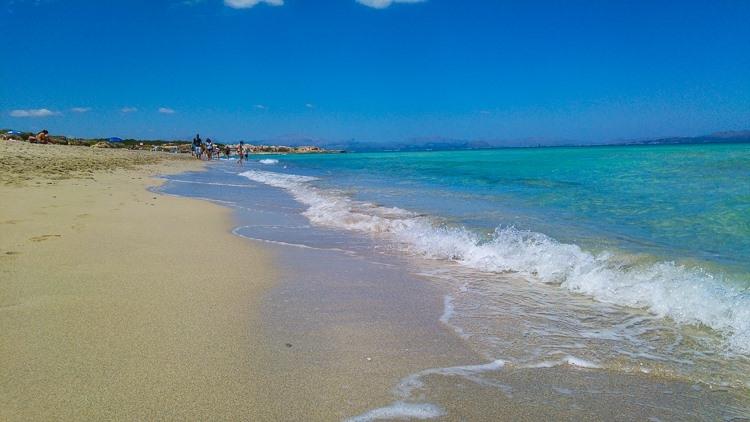 Mallorca-Strand-Son-Serra-de-Marina-Meer-Wellen-750x422