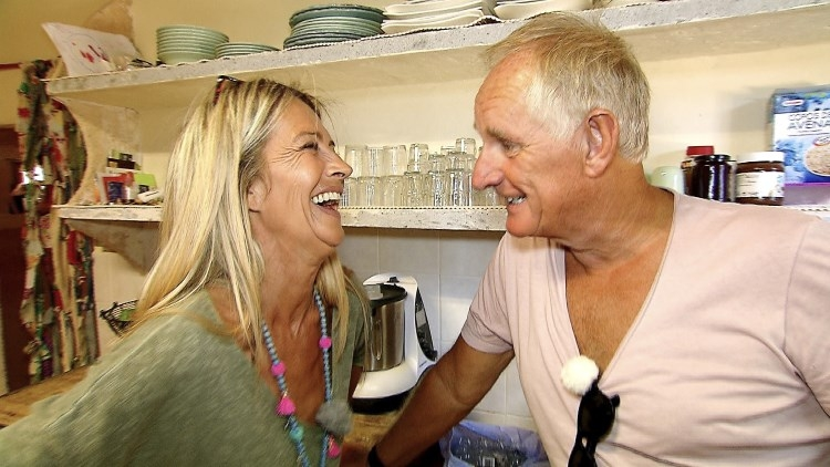 Der Hypnotiseur Pharo will als Schlagersänger auf Mallorca durchstarten   MG RTL D / SEEMA Media